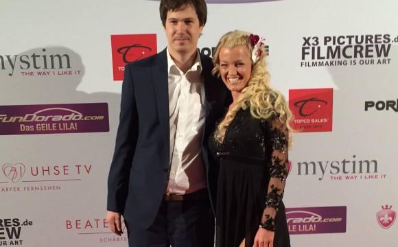 RoxxyX auf der V.-Gala mit Playboy Autor M. Reich